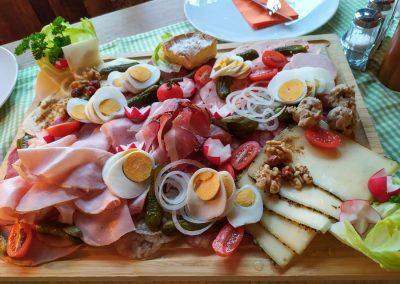 Bayrische Brotzeit für die kulinarische Schmankerltour