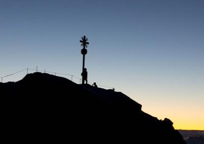 Zugspitze die höchste und spektakulärste Baustelle Deutschlands. Auf 2962m wird eine neue Seilbahn gebaut - noch bis kurz vor Weihnachten 2017 zu besichtigen, dann fährt die neue Eibseegondel wieder.